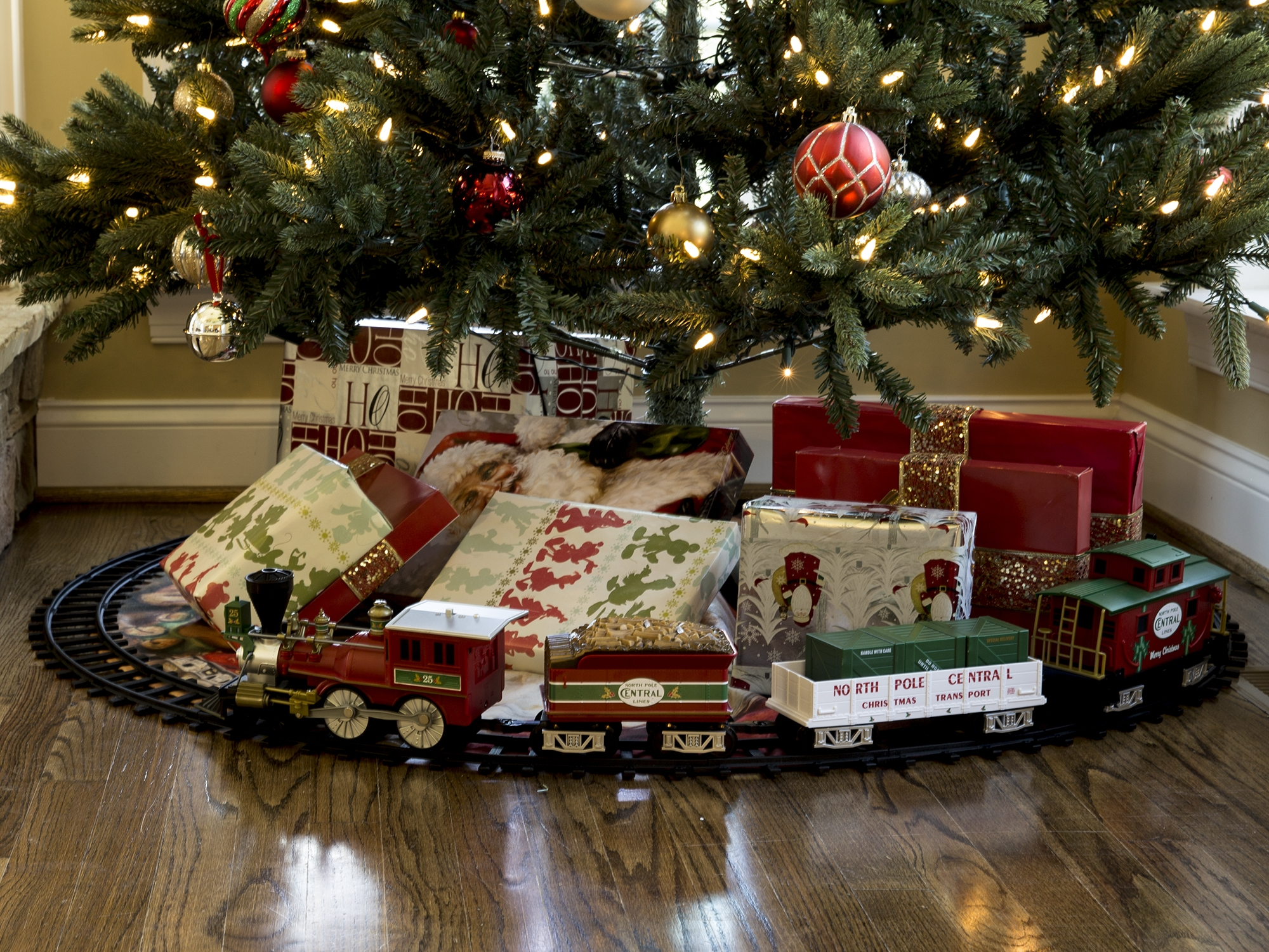 north pole central ready to play freight set - Train Set For Christmas Tree