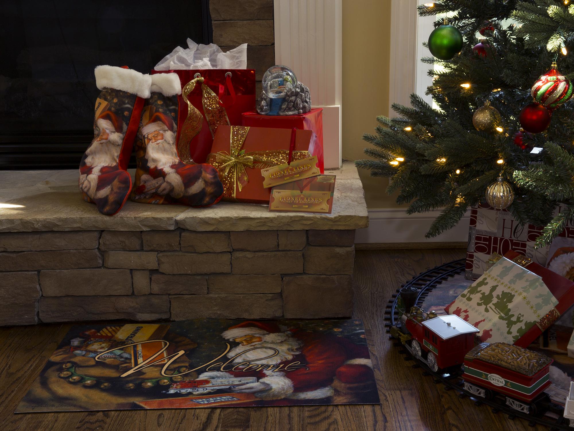 Charming Lionel Christmas Holiday Kit
